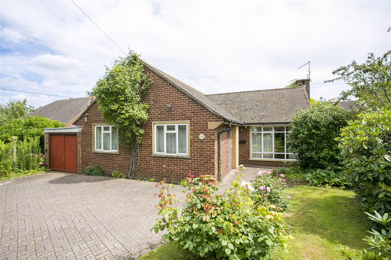 3 Bedrooms Bungalow for sale in Rectory Lane South, Leybourne, West Malling